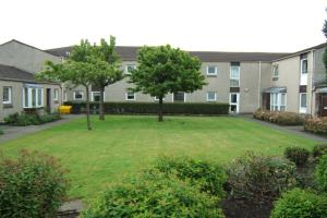 Robertson Court is located in a residential area close to the town centre.  Ground floor studio flat, with level access shower in bathroom.  Suitable for applicants over the age of 50.